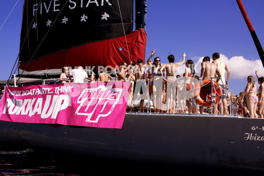 Pukka Up VIP Boat compressed